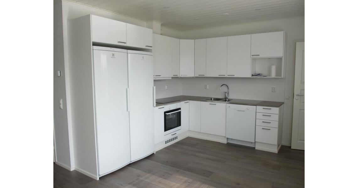 Talon valkoinen keittiö